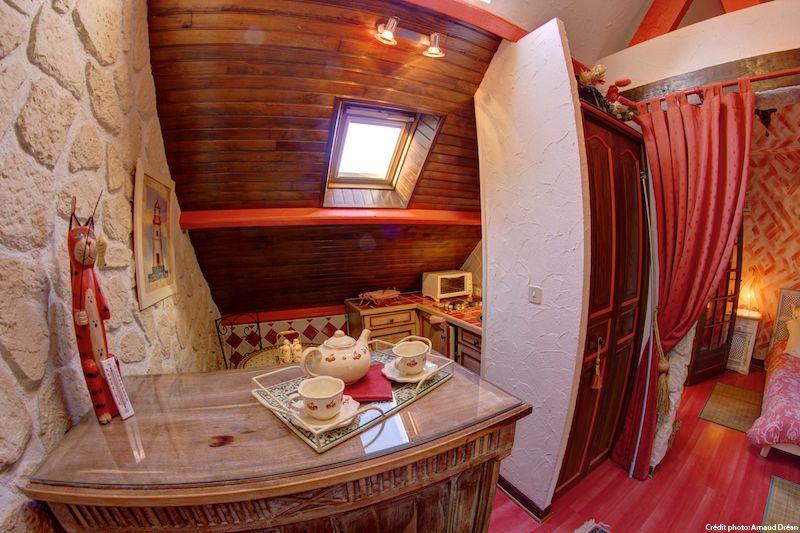 big_le-manoir-des-quatre-saison-appart-chambre-rouge_203