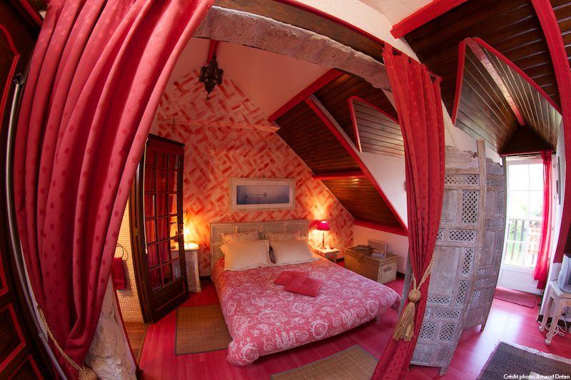 big_le-manoir-des-quatre-saison-chambre-rouge